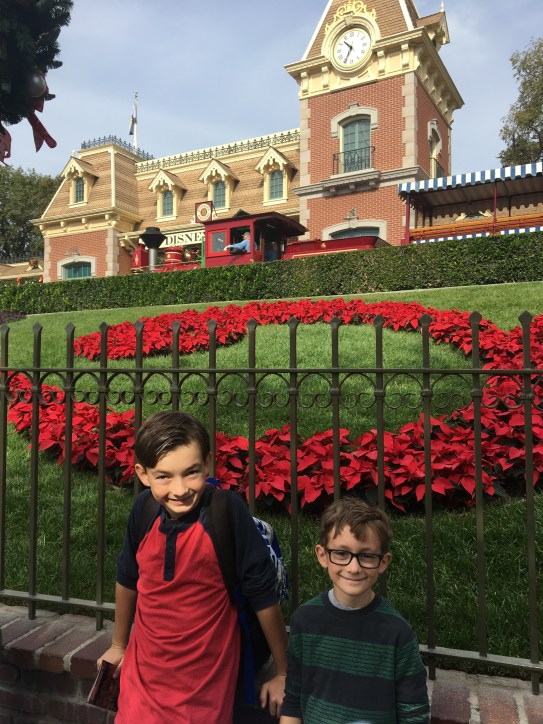 Top 10 Places to Take a Family Holiday Photo at Disneyland