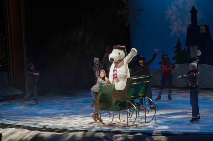 merry chrismas snoopy on ice knott's