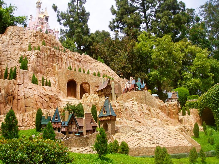 Fun facts about the Storybook Land Canal Boats