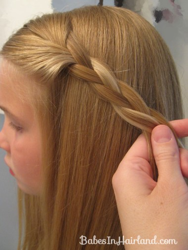2 Simple Ways to Pull Bangs Back (10)