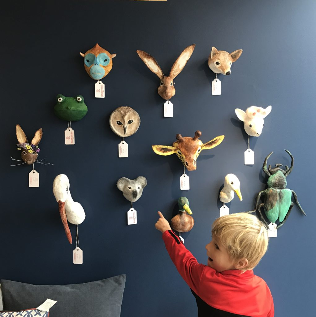 expositie animals on the wall