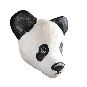 dierenkop van een panda gemaakt met papiermache zijaanzicht