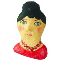 papiermache portret van dame met rode ketting