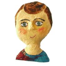 papiermache mensportret van een jongen die bart heet