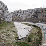 ¿Quién restaura los tramos de carreteras sobrantes en Babia?
