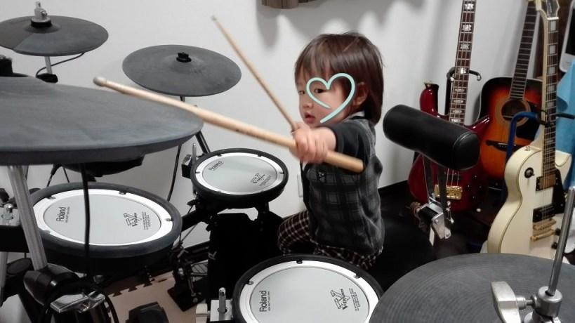 こゆたん2歳5ヶ月 音楽 ドラム