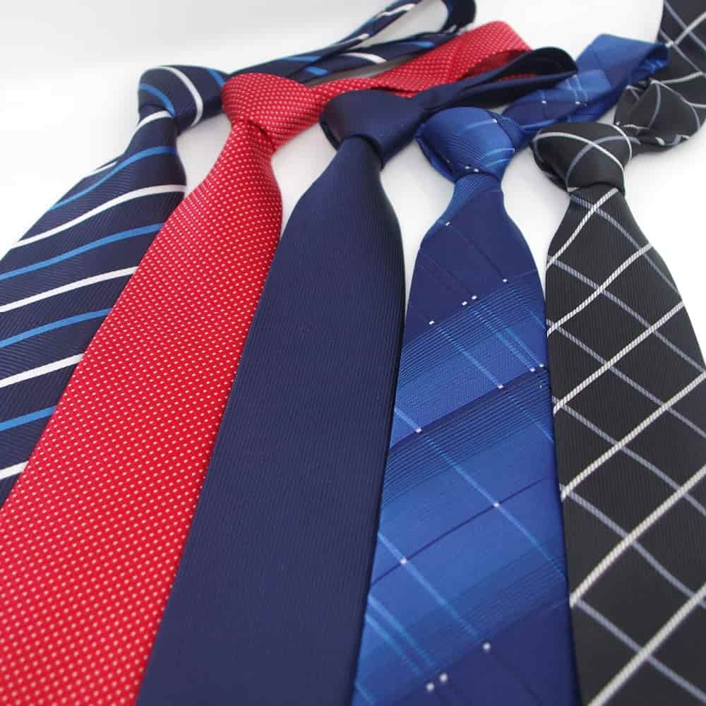 72099d8829e1 Kravatu pod bielu košeľu a čierny oblek. Video  ako si vybrať ...