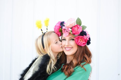 Creative mom and daughter Halloween costumes - Bee and Flowers