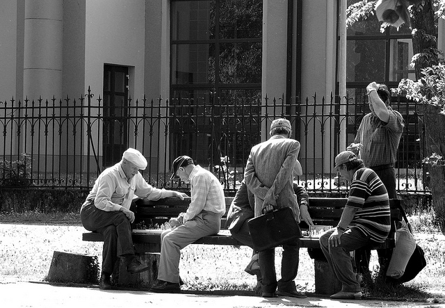old men playing chess, street chess, chess B+W, old men chess black and white, chess