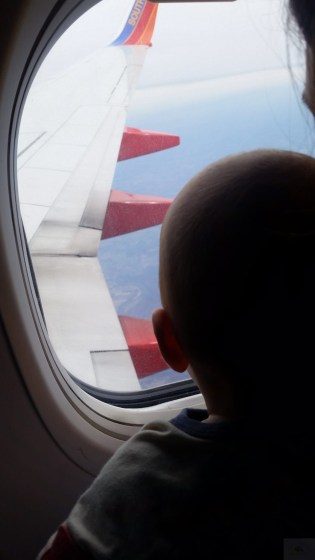 baby-on-vacation-travel-babycastanonboard.com-plane