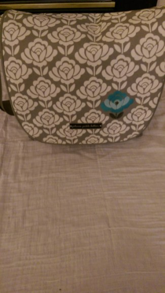 packing-the-diaper-bag-closed-babycastanonboard.com