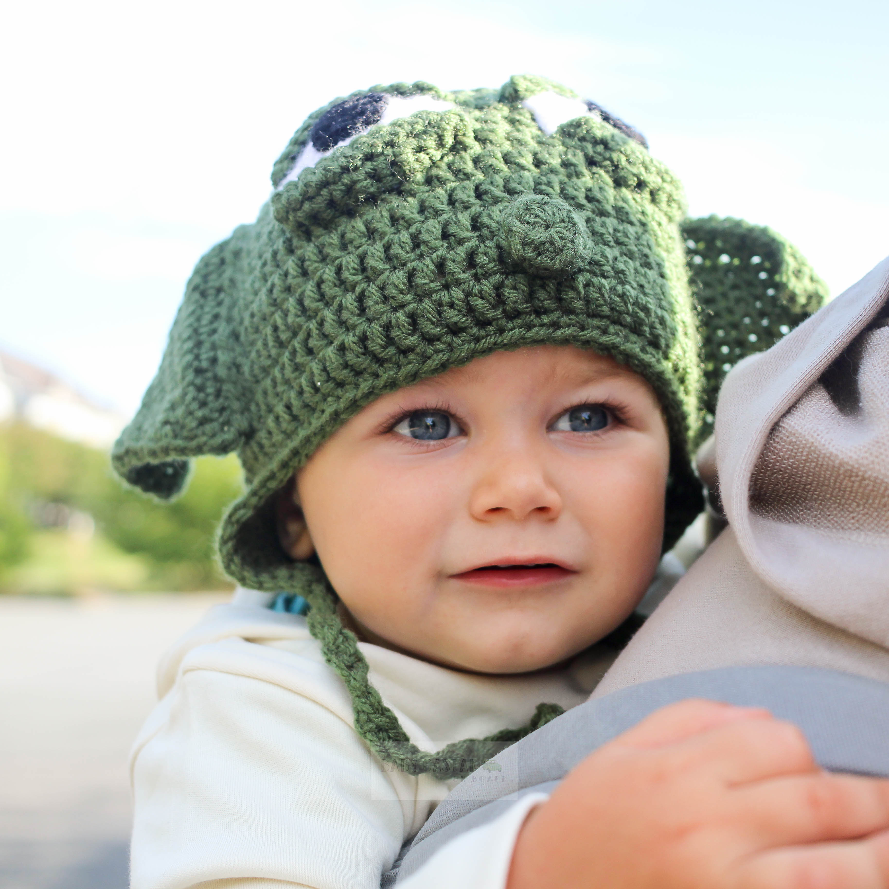 Here Is An Easy DIY Toddler Yoda Costume For Halloween Using Items You  Already Have Or