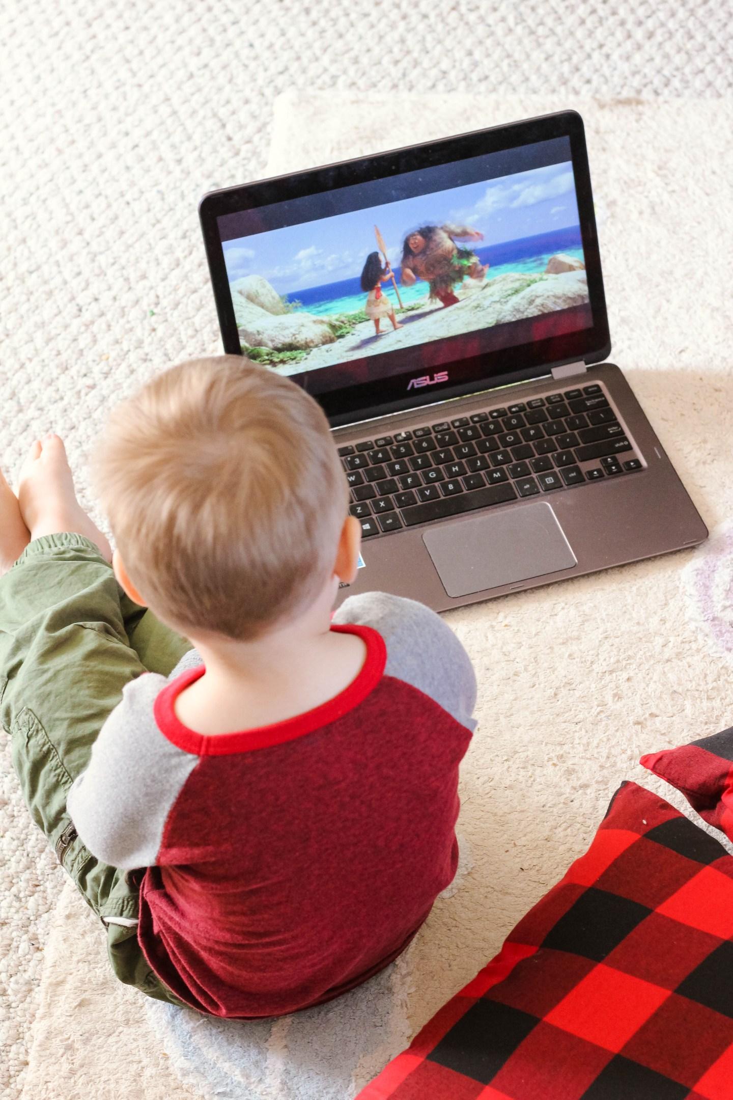Best Toddler TV Shows_Toddler Watching Moana