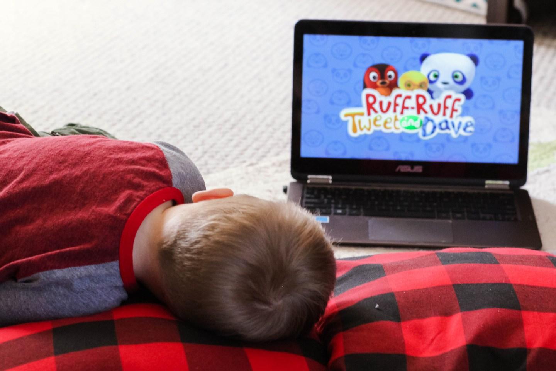 Best Toddler TV Shows_Toddler Watching Ruff Ruff Tweet and Dave