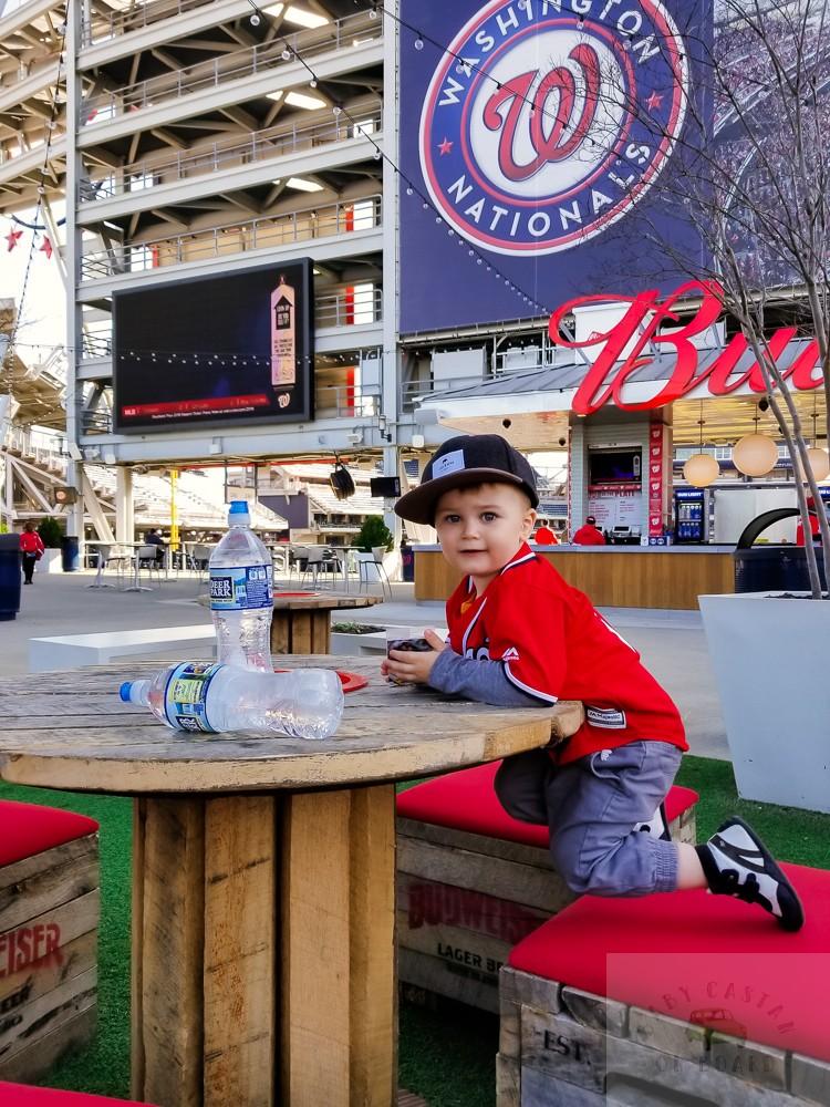 washington nationals baseball team_toddler at table at ball park
