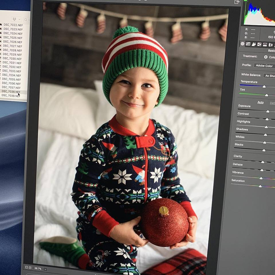 Working with a Professional Photographer: 5 Holiday Photography Tips Every Mom Should Know