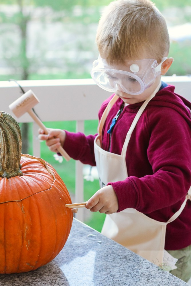 3 Easy Science Experiments for Toddlers to Try featured by top DC mommy blogger, Baby Castan on Board: smashing pumpkins