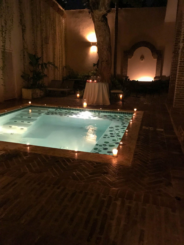 candlelight dinner setup at Casas del XVI