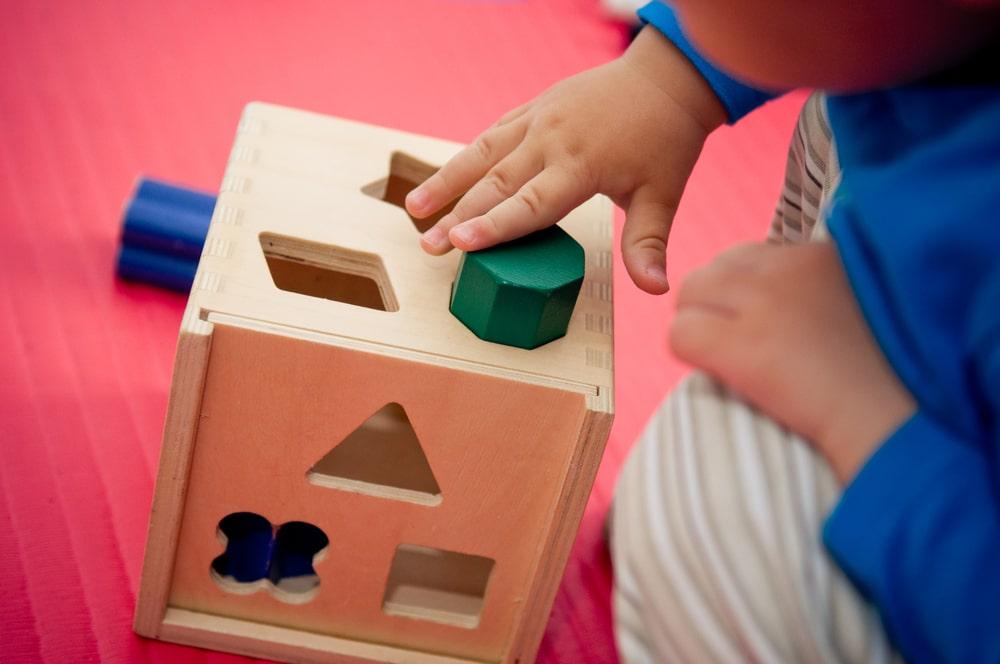 Os brinquedos mais indicados para o bebê de 1 ano e como arrumar e organizar a bagunça