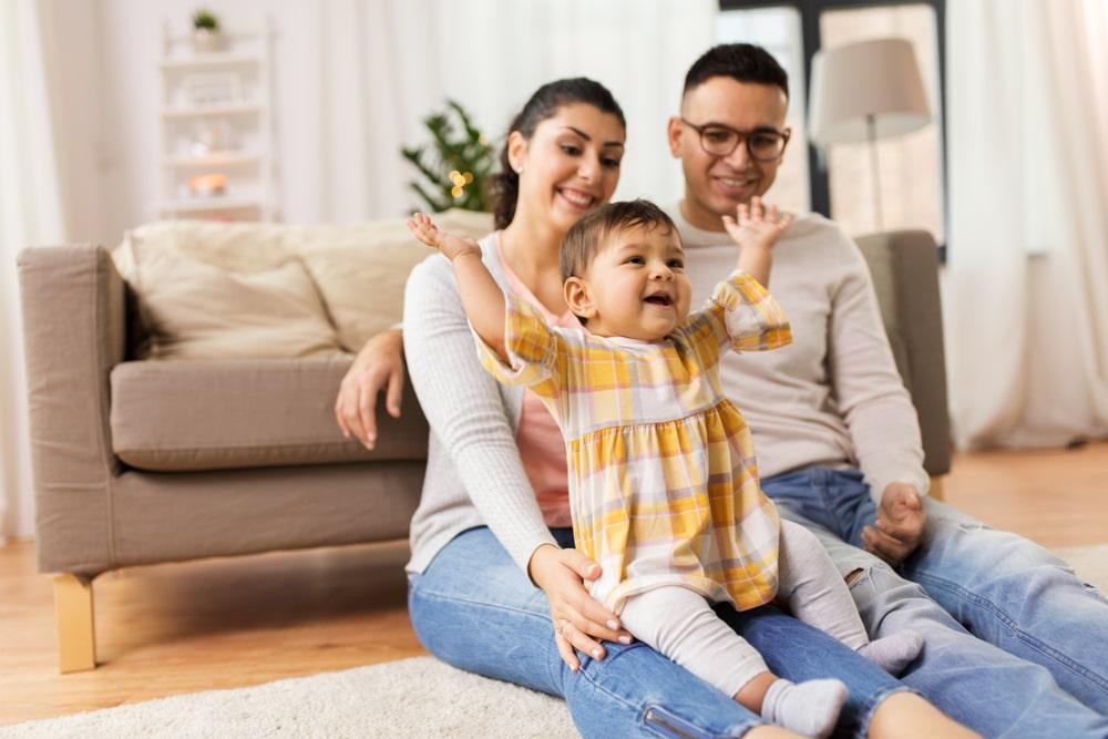 A TV ou o celular fazem mal para o bebê?