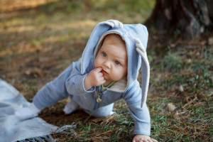 Fantasia, pelúcias e livros são ideias para fugir do chocolate na Páscoa do bebê