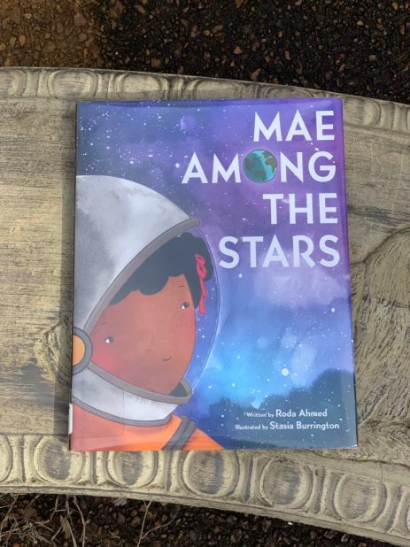 Books cover of Mae Among the Stars