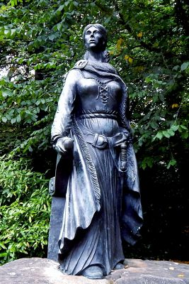 Grainne Mhaol Ni Mhaille statue at Westport House Co. Mayo Ireland by Suzanne Mischyshyn e1616781027989