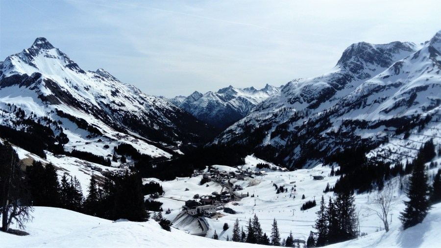 Skiing from Warth to St Anton