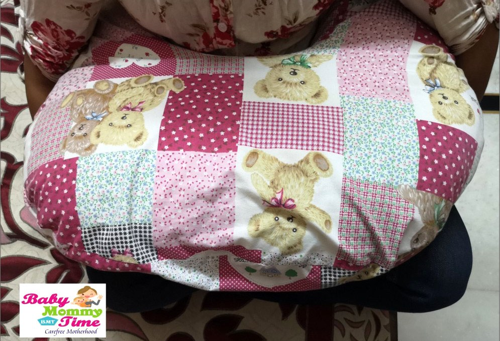 How to Use & Buy a Breastfeeding Pillow