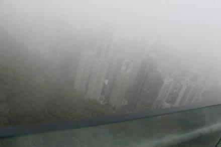 HK yang berkabut