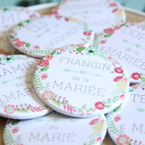 Badges mariage fleuri personnalisés