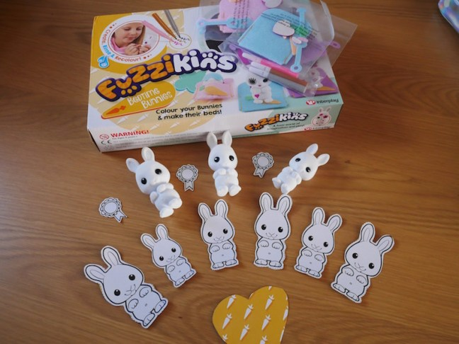Fuzzikins Bedtime Bunnies Review - These cute fuzzy little bunnies can be coloured then wiped clean ready to start all over again. In this set each bunny comes with it's own sleeping bag and accessories to create your own designs. They even have little s