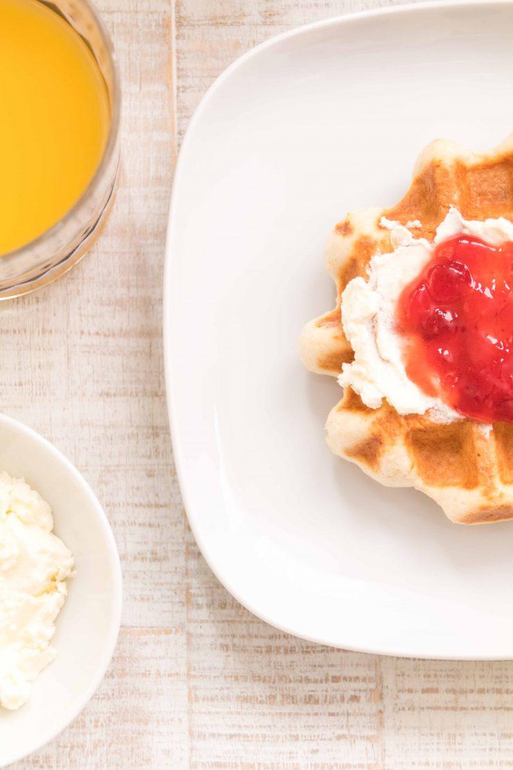 Frühstückswaffeln für das Wochenende// Breakfast Waffles by http://babyrockmyday.com/fruehstueckswaffeln/
