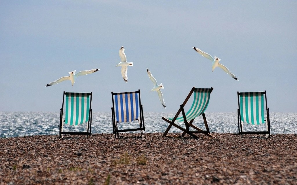 baby beach chair featured imag