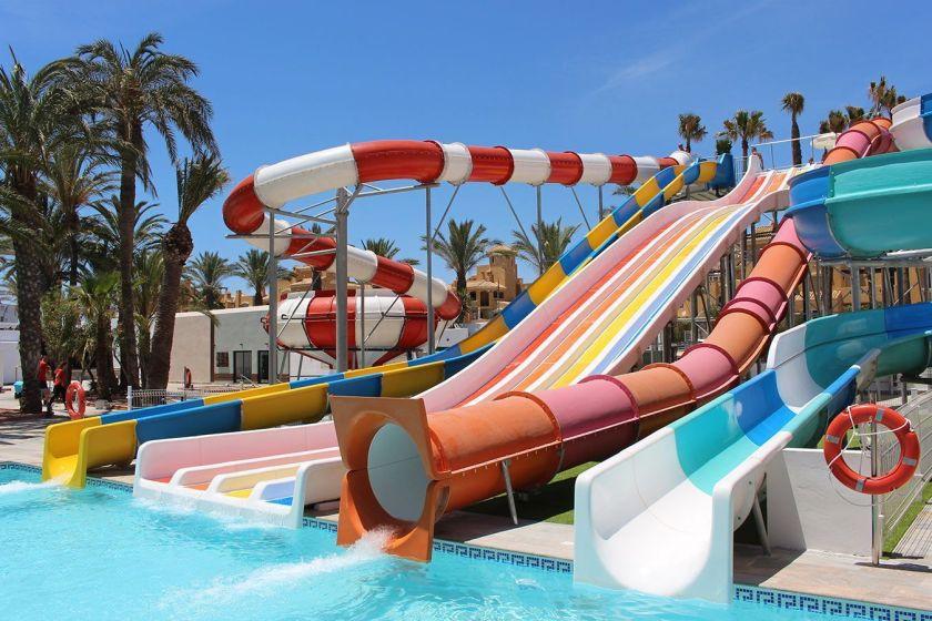 El hotel de los toboganes de almeria for Hoteles con piscina climatizada en andalucia