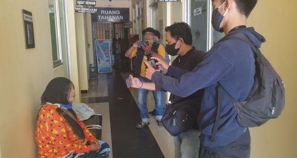 Korban MM saat diwawancara wartawan. Foto: Radar Banten.