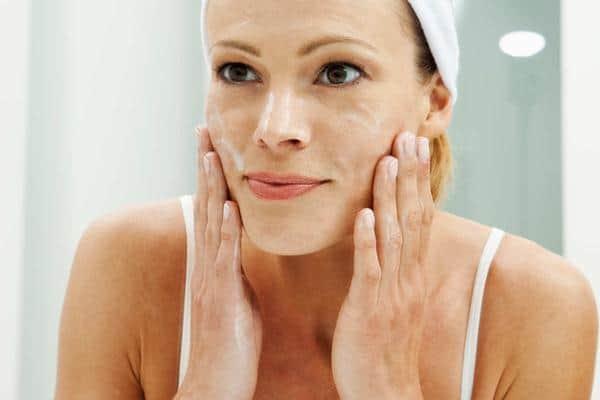 Manfaat susu kambing untuk kecantikan pencuci wajah