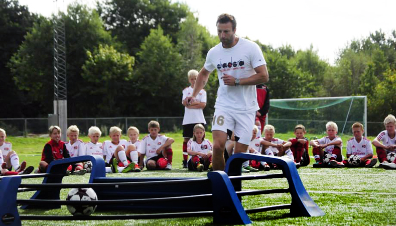 Footballmasteren i bruk på Milan Youth Academy i Stavern