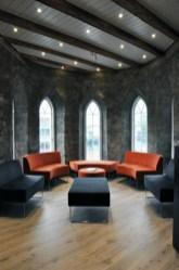 Eureka ~ venterom mot elven/ waitingroom with riverview