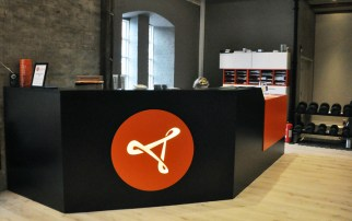 Eureka ~ skranke med lysende logo/ desk with luminous logo