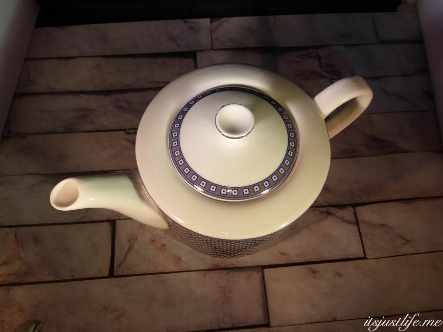 Blue teapot on itsjustlife.me