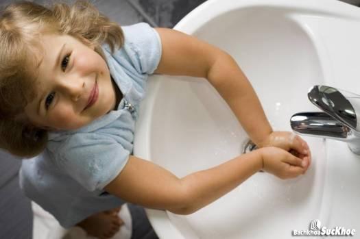 Nên rửa tay sạch sẽ để phòng chống bệnh tả