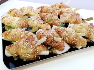 Croissans de quinoa y pavo braseado (10 unidades) 17