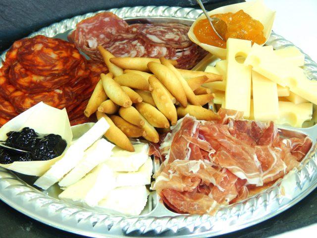 Jamón ibérico y quesos (300gr aprox) 15