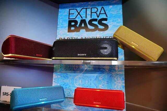 "- Pic Sony ExtraBassWirelessSpeaker 02 1 - โซนี่ไทย เดินหน้าส่งทัพผลิตภัณฑ์เครื่องเสียงครบไลน์ ให้ประสบการณ์การฟังเพลง ""Feel The Sound All Around"""