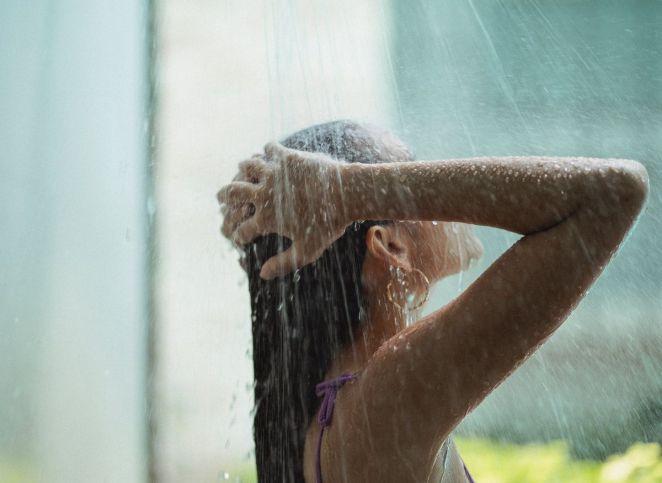 Ondes négatives : le rituel de la douche spirituelle pour s'en débarrasser