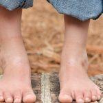 Хвърли тези обувки, дете: Да бъдеш бос те прави по-умен!