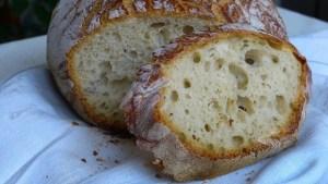 Brotkrume mit Luftblasen
