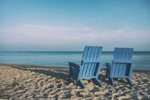 Photo de chaises sur la plage