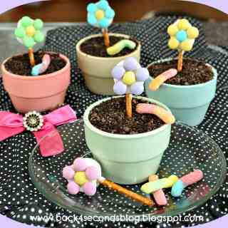 Flower Pot Cakes by Back For Seconds #dirt #chocolate #cupcakes #flowers #party